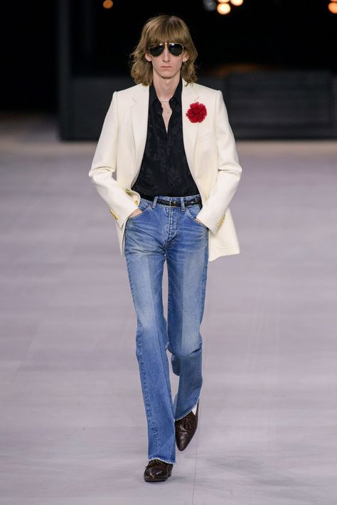 Celine Spring 2020 Menswear collection, runway looks, beauty, models, and reviews.