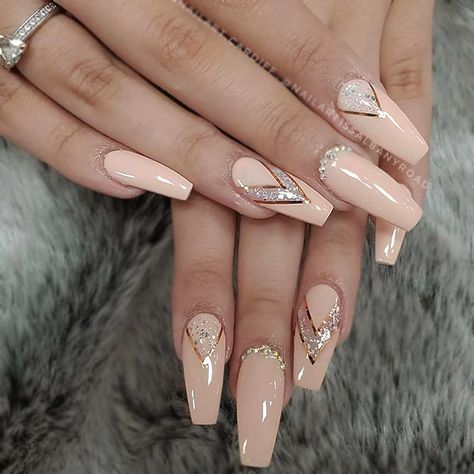 Intricate Designs With Stripes   ❤️ There are many designs to create elegant and luxury nails, but we have gathered the best of them. It is time you treat yourself with a proper manicure! ❤️ See more: https://naildesignsjournal.com/luxury-nails-designs/ #nailart #nailsdesigns #naildesignsjournal #easynaildesigns # luxurynails