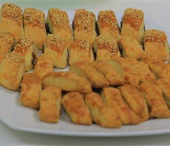 طريقة عمل قراقيش العجوة من نجلاء الشرشابي Food And Drink Food Arabic Food