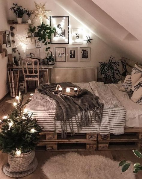 25 Small Bedroom Ideas That Are Look Stylishly & Space Saving – Dream Bedroom – Bedroom Ideas Cute Bedroom Ideas, Room Ideas Bedroom, Attic Bedrooms, Bed Room, Attic Bedroom Ideas For Teens, Cozy Teen Bedroom, Attic Bedroom Decor, Small Bedroom Inspiration, Bedroom Inspo