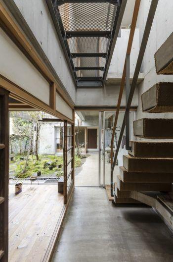 小さい自然を楽しむ家の中と庭がゆるやかにつながる住まい 家 光庭