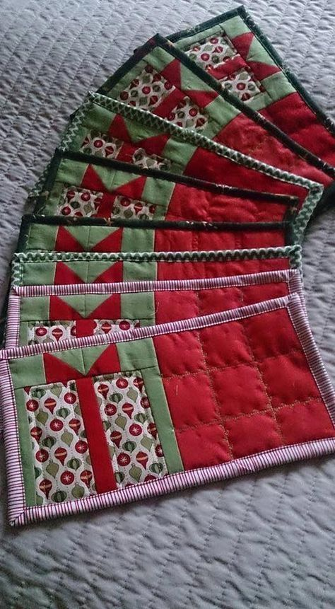 62 Ideas Small Quilting Projects Gift Ideas Place Mats In 2020 Christmas Quilts Christmas Mug Rugs Christmas Quilt Patterns