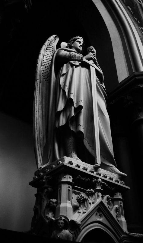 ангел с мечом статуя картинки ролик якобы целебных