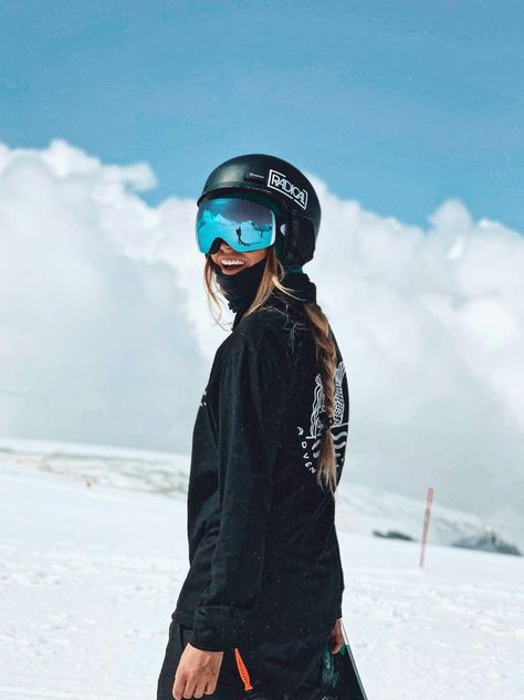 Snowboarding Outfit, Snowboarding Women, Snowboard Girl, Ski Season, Snow Skiing, Winter Pictures, Winter Photography, Winter Sports, Winter Outfits