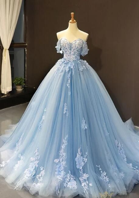 Buy Light Sky Blue Off the Shoulder Ball Gown Tulle Prom Dress with Applique in uk.Shop our beautiful collection of unique and convertible long Prom dresses from Prom Dress.uk,offers long bridesmaid dresses for women in the UK. Pretty Prom Dresses, Blue Wedding Dresses, Tulle Prom Dress, Gown Wedding, Light Blue Quinceanera Dresses, Formal Dresses, Tulle Lace, Vintage Prom Dresses, Vintage Ball Gowns