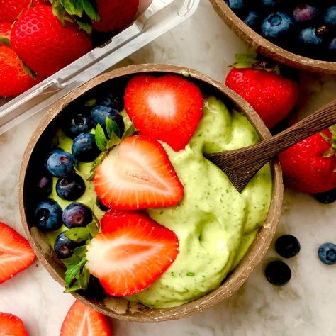 5 Ingredient Matcha Smoothie Bowl - Healthy Plant Based Breakfast Ideas with Antioxidants