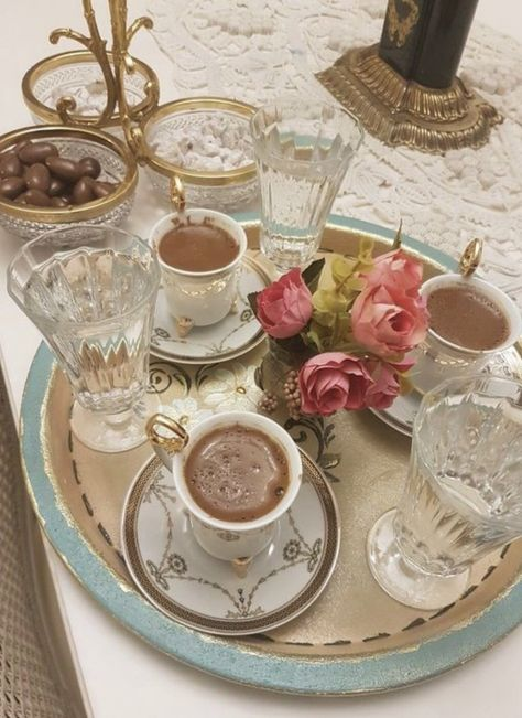Classy Aesthetic, Aesthetic Food, Aesthetic Vintage, Coffee Time, Tea Time, Enjoy Your Meal, Princess Aesthetic, Cute Food, Vintage Tea