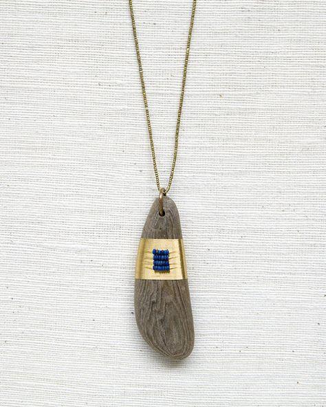 Amuletos de Driftwood por SeeRealFlowers en Etsy