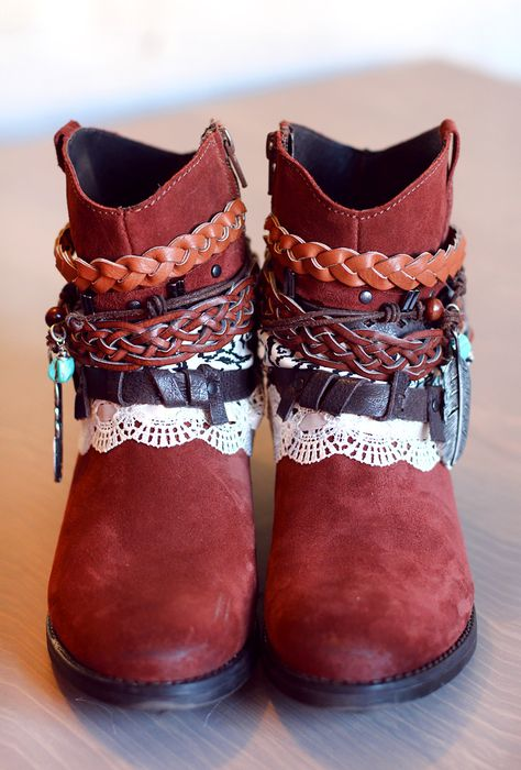 DIY BOHO BOOTS TUTORIAL:    http://www.rauschgiftengel.com/2014/02/how-to-make-your-own-fancy-boho-boots.html