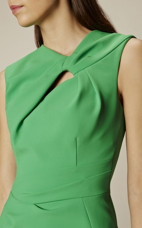 Discover recipes, home ideas, style inspiration and other ideas to try. Neckline Designs, Blouse Designs, Karen Millen, Mode Orange, Fashion Details, Fashion Design, Mode Style, Green Dress, Dress Patterns