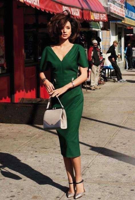 Vestito verde, le scarpe da abbinare Sandali taupe con