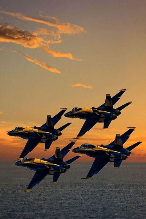 World Of Aviation — Blue Angels - Diamond formation Airplane Fighter, Fighter Aircraft, Military Jets, Military Aircraft, Air Fighter, Fighter Jets, Us Navy Blue Angels, Photo Avion, F22 Raptor