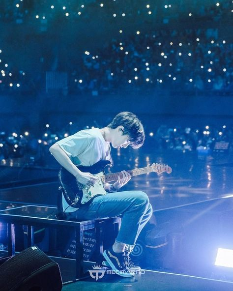 """Wow the photographer they hired this time took such beautiful pictures. Btw susah banget liat muka Sungjin waktu lg solo karena backlight parah, but the photographer managed to capture it 👏🏻"""