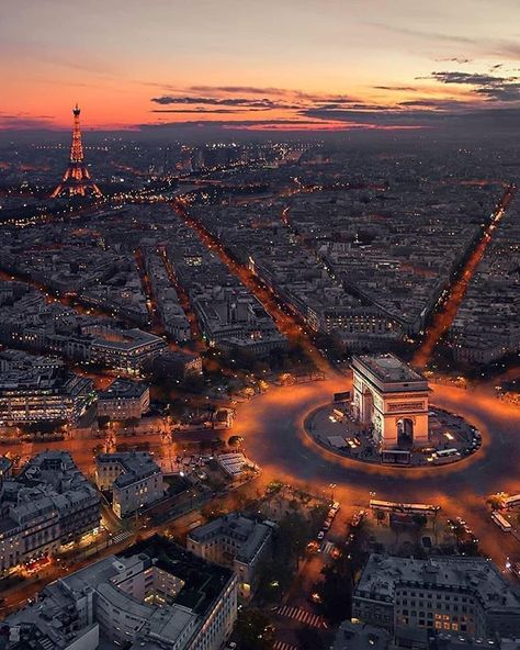 Reposting @arch2o.magazine: ▪ Aerial Shot of Paris, France. •••••••••••••••••••••••••••• ▪ Photography Via @fabienbarrau Instagram •••••••••••••••••••••••••••• ▪ Tag your best photos with #arch2o and follow us to be featured •••••••••••••••••••••••••••• #arch2o #architectural #architect #architectureporn #architecture