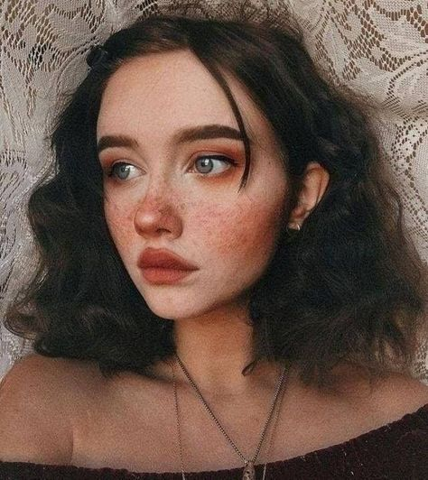 Cute makeup look. Rosy blush cheeks with faux freckles. Short and curly brown hair. Aesthetic look. Makeup Inspo, Beauty Makeup, Hair Beauty, Makeup Ideas, Hair Makeup, Aesthetic Makeup, Aesthetic Girl, Aesthetic Women, Aesthetic People