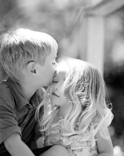 Картинки где девочка целует мальчика, днем рождения