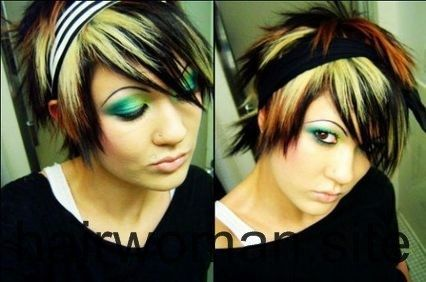 Woman Hair Style Change In 2020 Short Scene Hair Short Emo Hair Emo Hair