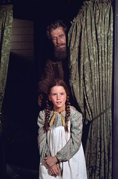 Prairie Haunted House Episode 5 Aired Pictured John Anderson As Amos Pike Melissa Gilbert As Laura Elizabeth Ingalls Wilder Photo B Kleine Farm Bilder Serien