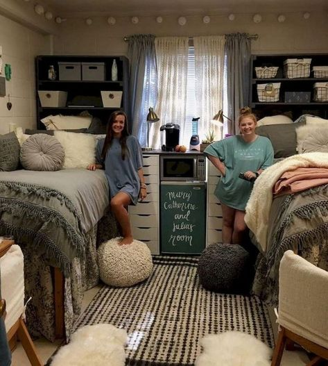 22 College Dorm Room Ideas for Lofted Beds 22 college dorm room ideas for lofted beds. If you have a lofted bed in your college dorm room, you must see these ideas. - 22 College Dorm Room Ideas for Lofted Beds - Cassidy Lucille Cozy Dorm Room, Dorm Room Storage, Dorm Room Organization, Cute Dorm Rooms, Organization Ideas, Best Dorm Rooms, Girl Dorm Rooms, Dorm Room Ideas For Girls, Dorm Couch