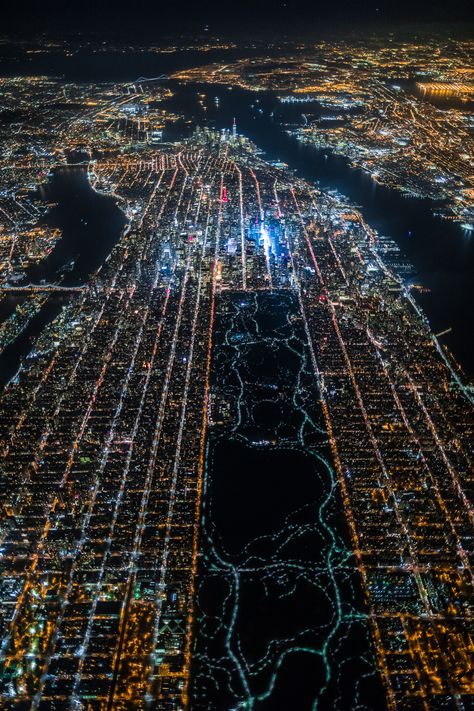 Incredible view of New York city's Manhattan island from 7500 feet. That central park is really huge. Central Park, New York City, Photo New York, Ville New York, Voyage New York, I Love Nyc, Ellis Island, City That Never Sleeps, Night Photos