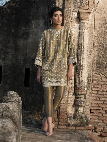 Our Alisha Kurti is inspired by the Kashmiri water gardens. Pink lamé-like tissue Shaded pistachio Kathan silk Dry clean.