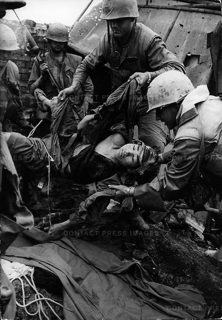 U.S. Marines carry a wounded North Vietnamese soldier, Têt offensive, Battle of Hué, Vietnam, February 1968. ©️Don McCullin