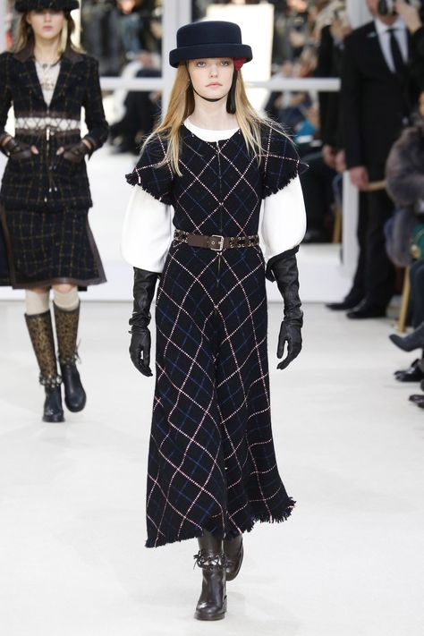 Chanel Parigi - Haute Couture Spring Summer 2020 - Shows - Vogue.