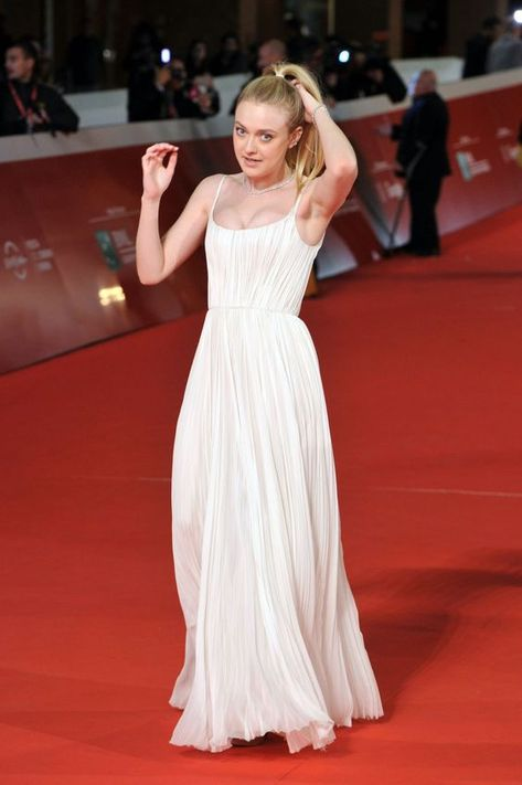 Inspired by Dakota Fanning Celebrity Dresses White A Line Chiffon Spaghetti Straps Pleat Prom Dresses Evening Formal Gowns from Wedding store
