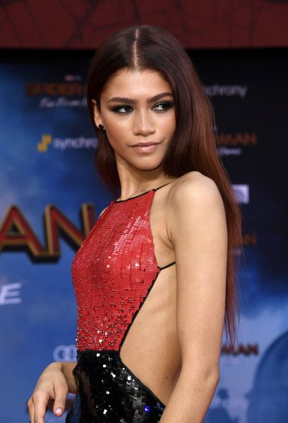 "Zendaya Coleman Photos - Zendaya attends the Premiere Of Sony Pictures' ""Spider-Man Far From Home"" at TCL Chinese Theatre on June 2019 in Hollywood, California. - Premiere Of Sony Pictures' 'Spider-Man Far From Home' - Arrivals celebrities Pelo Zendaya, Moda Zendaya, Zendaya Hair, Zendaya Style, Famous Celebrities, Hollywood Celebrities, Beautiful Celebrities, Celebs, Hair"