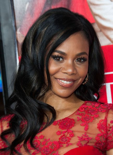 Regina Hall Photos - Actress Regina Hall arrives at the Premiere Of Universal Pictures' 'The Best Man Holiday' at TCL Chinese Theatre on November 2013 in Hollywood, California. - 'The Best Man Holiday' Premieres in Hollywood — Part 2