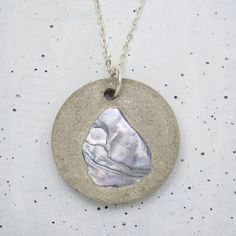 Concrete pendant chain shell pearl from Structallic to Etsy – epoxy resin DIY