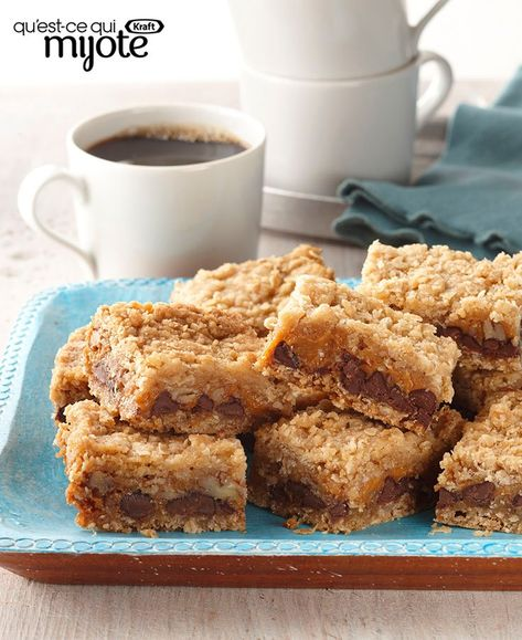 Les enfants emportent un lunch à l'école ? Glissez dans leur boîte une de ces Barres au chocolat, au caramel et à l'avoine, tendres et délicieuses. Et prenez-en une à votre pause café ;) Tapez ou cliquez sur la photo pour obtenir cette #recette.