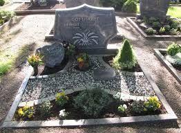 Bildergebnis Fur Grabgestaltung Doppelgrab Mit Kies Grabgestaltung Doppelgrab Grabgestaltung Gartengestaltung