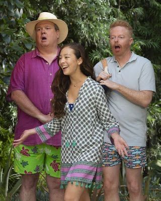 Pin By Elise On Modern Family In 2020 Modern Family Lily Modern Family Modern Family Funny