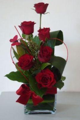 Marvelous Rose Arrangement Ideas For Your Girlfriend 31 Valentine Flower Arrangements Valentines Flowers Valentine S Day Flower Arrangements
