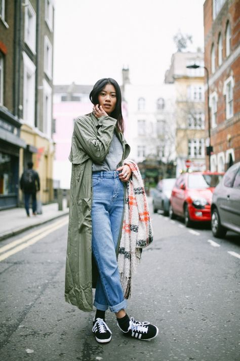 Green Trench Coat, Jeans Street Style, Vans #Rock…