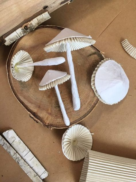 Paper Mache Projects, Paper Mache Crafts, Craft Projects, Mushroom Crafts, Mushroom Art, Diy And Crafts, Crafts For Kids, Arts And Crafts, Paper Mache Animals