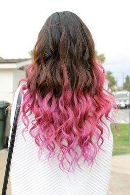 Color de pelo marón y puntas de color rosa claro