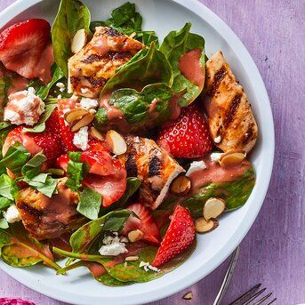 22 High Protein Salads With 400 Calories Or Less Spinach Salad With Chicken Spinach Salad Spinach Strawberry Salad