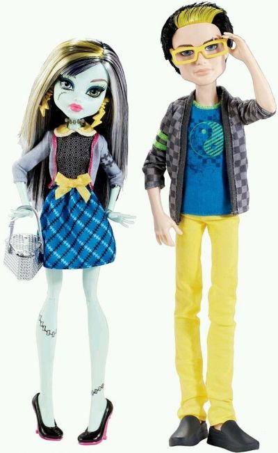 Monster High Frankie Stein and Jackson Jekyll Picnic Casket for 2