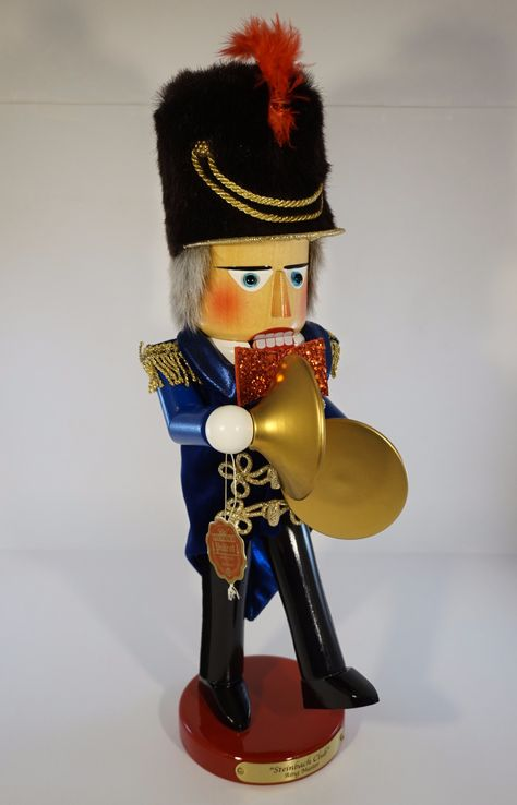 The Ringmaster - Steinbach nutcracker - #S1798. He comes in his original box and still has the Steinbach tag attached. Introduced in 2004 and signed by Christian Steinbach. Details: - Measures about 17