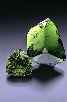 Green Tourmaline:  a powerful mental healer that can transmute negative thought patterns and has been known to balance the brain hemispheres | #perspicacityparty #magicgeodes