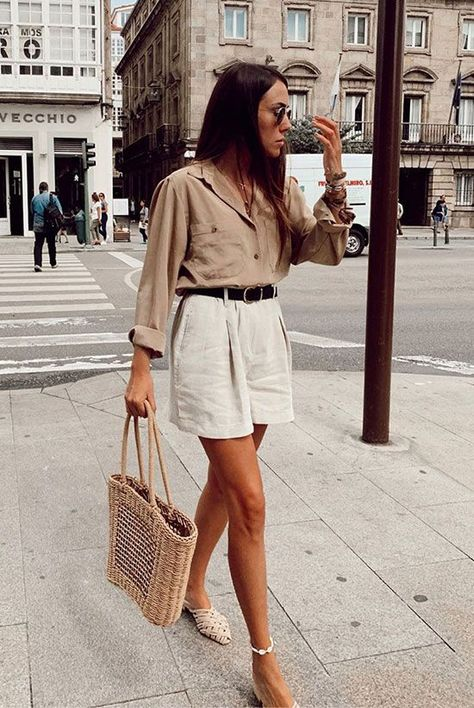 @dorytrendy wearing a beige shirt, white shorts, white mules and a straw bag. Spring outfits, summer outfits, party outfits, vacation outfits, beach outfits, neutral style, casual outfits, neutral outfits, minimalist, minimalist style, minimal outfits, fashion 2019, fashion trends 2019.