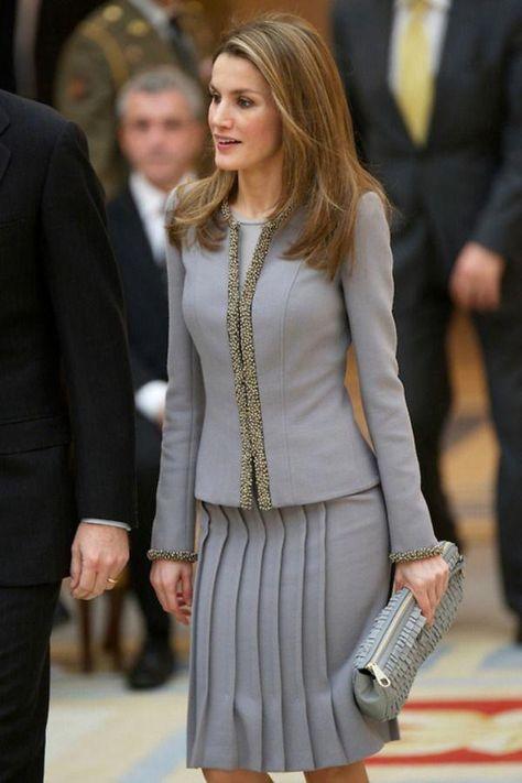 Crown Princess Letizia of Spain in a grey pleated skirt. – Outfits for Work Crown Princess Letizia of Spain in a grey pleated skirt.