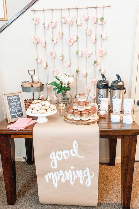 This Pink, Spring Grab and Go Breakfast party theme was the most fun party ever! Find a recipe for the best ever, easiest ever scones! Read for party planning tips and ideas! Find quick and easy, grab and go breakfast and brunch ideas! Brunch Mesa, Brunch Bar, Brunch Decor, Breakfast Party Decorations, Easy Party Decorations, Birthday Breakfast, First Birthday Brunch, Wedding Breakfast, Grab And Go Breakfast