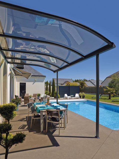 materialien-terrassenueberdachung-aluminium-gestell-konstruktion-plexiglas-pool-tisch-stuehle-garten