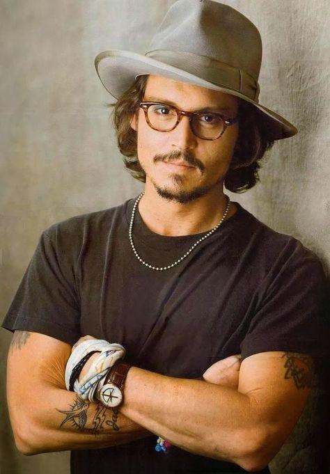 Johnny Depp : Changed Hat Of Jack Sparrow One Hot chameleon :)