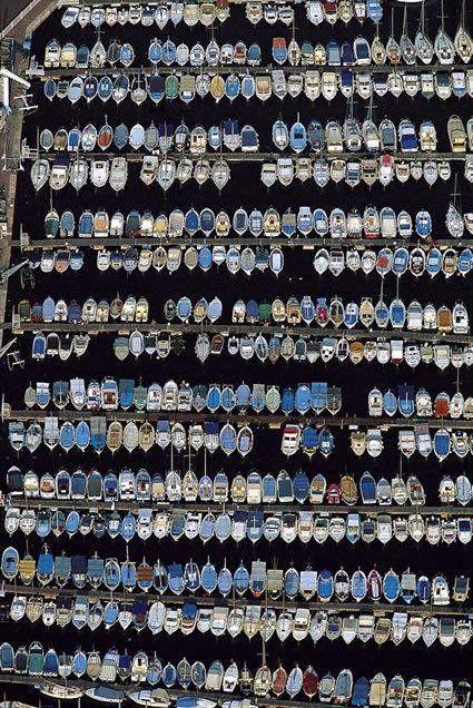 YannArthusBertrand2.org - Fond d écran Bateaux dans le vieux port de Marseille, Bouches-du-Rhône, France (43°18' N - 5°22' E).