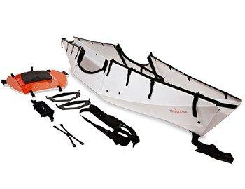 Το Oru Folding Kayak πέρα από τo γεγονός ότι διπλώνεται σε μόλις 5 λεπτά για να μπορεί να μεταφερθεί παντού, από το αυτοκίνητο μέχρι το αεροπλάνο, δεν έχει να ζηλέψει σε τίποτα από ένα κλασσικό