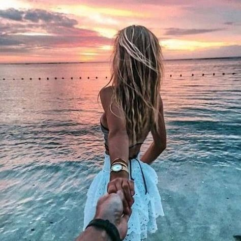 Pin By Hollow Macie On Water Couple Pictures Couple Beach